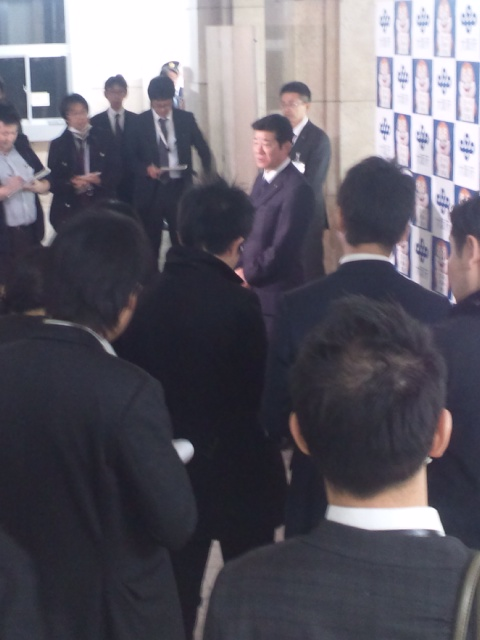 松井知事、エライね