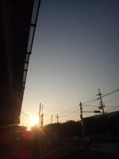 本日の夕暮れは、門真・西三荘駅前です!