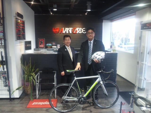 藤原熊取町長とアバンギャルド熊取店にて! 自転車をお借りし、しまなみ街道140km<br />  をチャリで走破! したい…