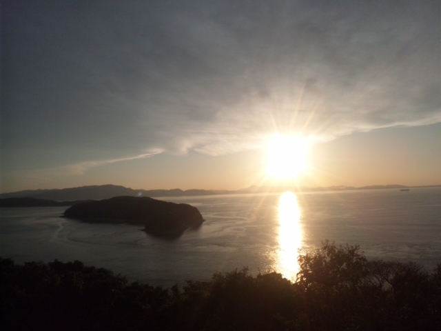 本日の夕暮れは、瀬戸内海国立公園内の加太の砲台跡地の公園から ムチャきれい!