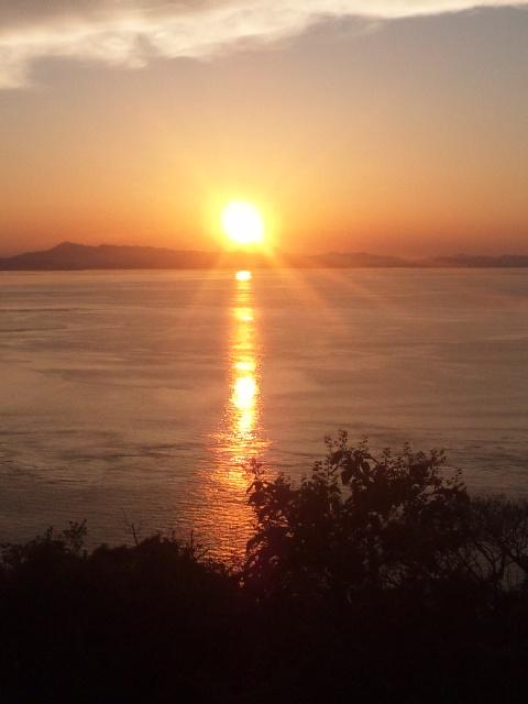 本日の夕暮れは、瀬戸内海国立公園内の加太の砲台跡地の公園から ムチャきれい! その2