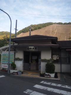 本日の朝立は、ほたる・桜の名所・山中渓駅