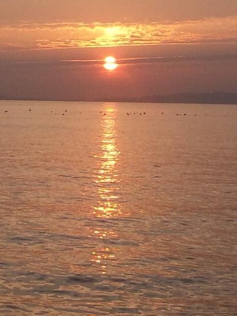 夕暮れ 夏至の翌日の午後7時 1年で最も明るい午後7時