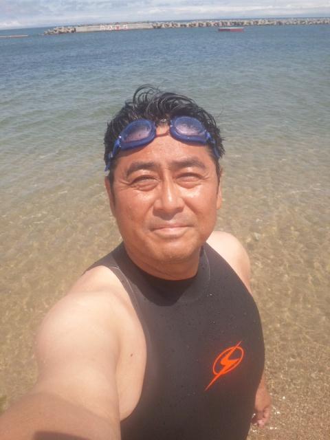 大阪湾で一番早い「初泳ぎ」を終えまして、次に向かいます!