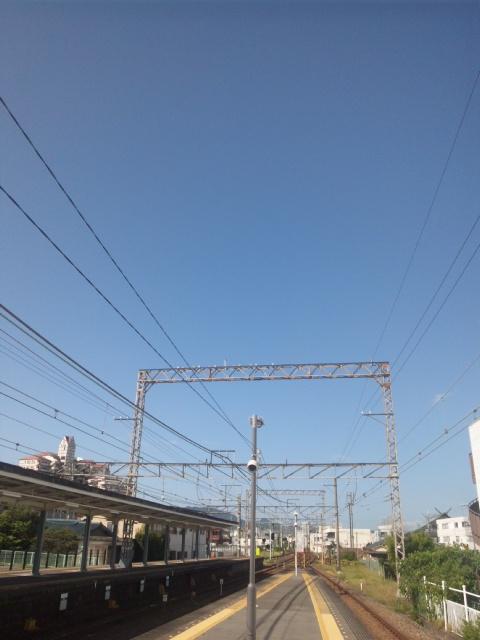 台風一過の青空が西の空から広がる 戦後72<br />  年、大阪府戦没者追悼式