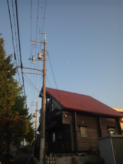 堺で白い月