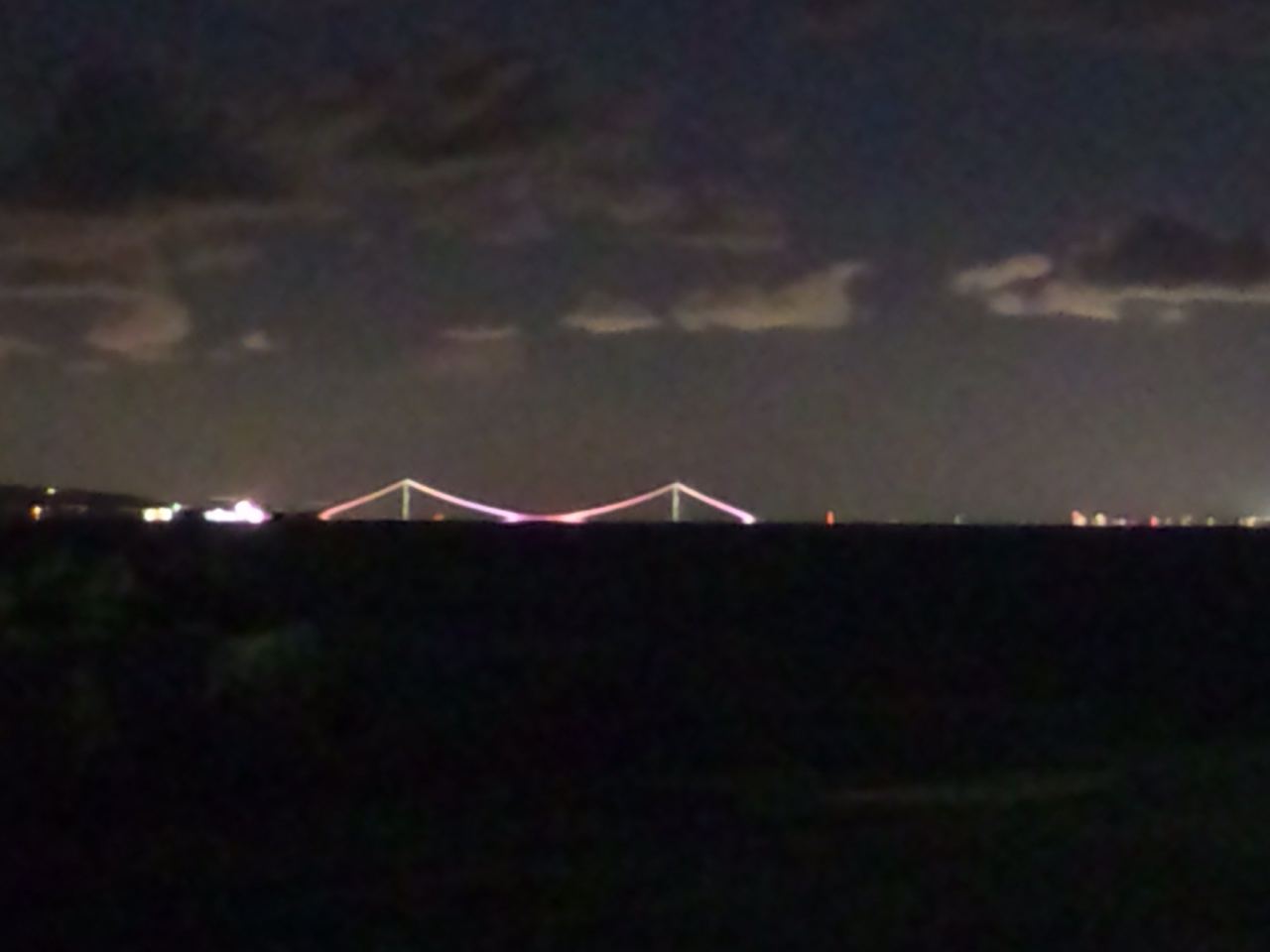 気温2度の大阪湾 今夜は空気が澄み、風景がきれいだ