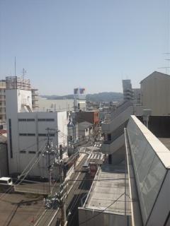 事務所の入っているビルの屋上から