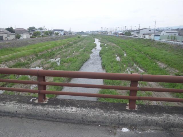 樫井川の明治大橋 右側が泉南市、左側が泉佐野市