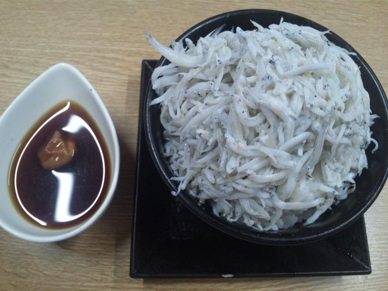 加太にて、しらす丼!