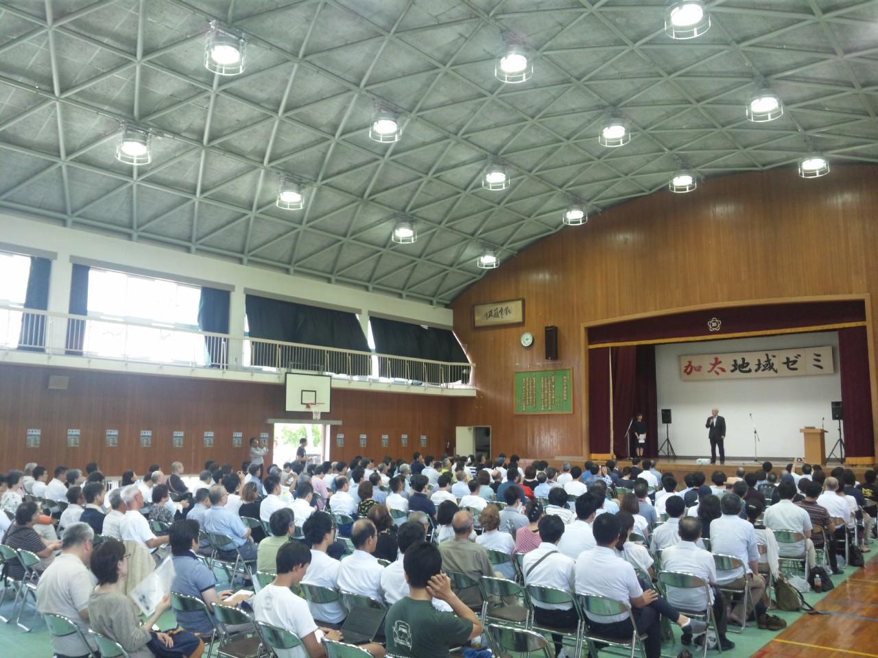 本日は、加太デー!加太小学校の体育館がいっぱい!地域ゼミ(<br />  大学っぽい)<br />   「神っている」と自治会長さん
